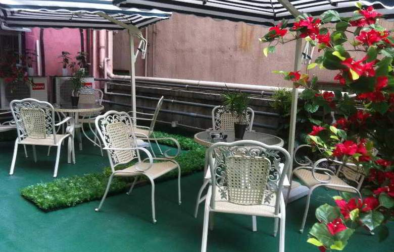 California Hotel - Terrace - 4