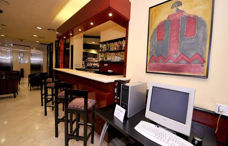 Hotel Glories Sercotel - Bar - 19