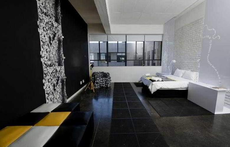12 Decades - Room - 4