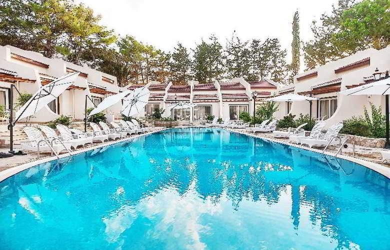 Chateau Lambousa Hotel - Pool - 18