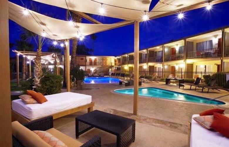 Travelodge Palm Springs - Pool - 6