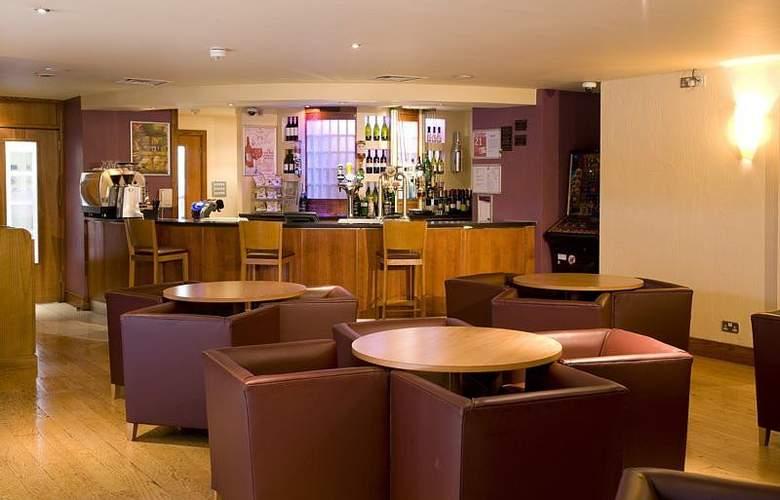 Premier Inn Watford Central - Bar - 2