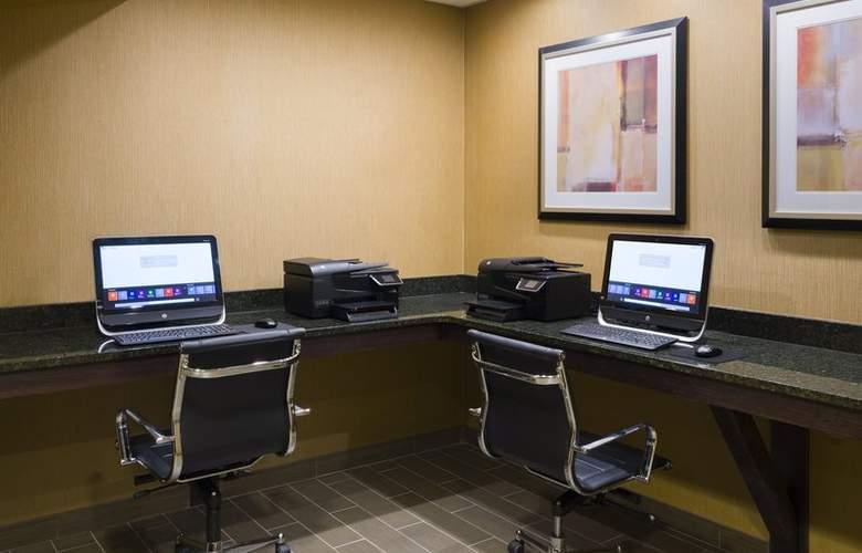 Holiday Inn Express Philadelphia Penns Landing - Services - 5