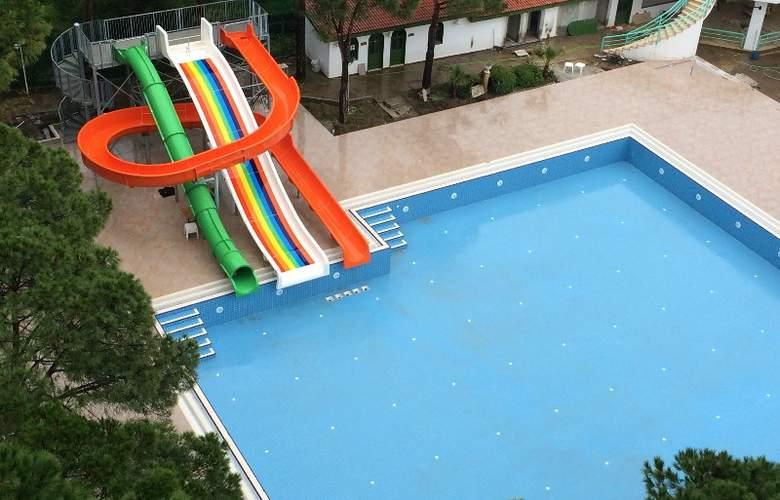 Grand Efe - Pool - 23