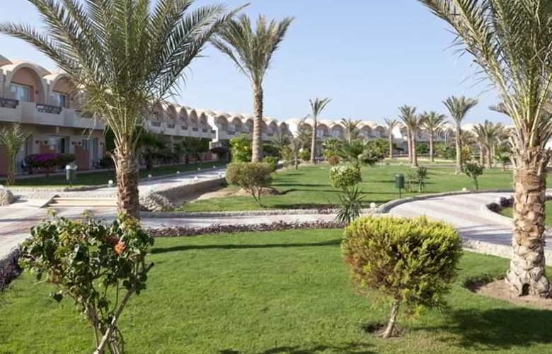 Three Corners Sea Beach Resort - Hotel - 5