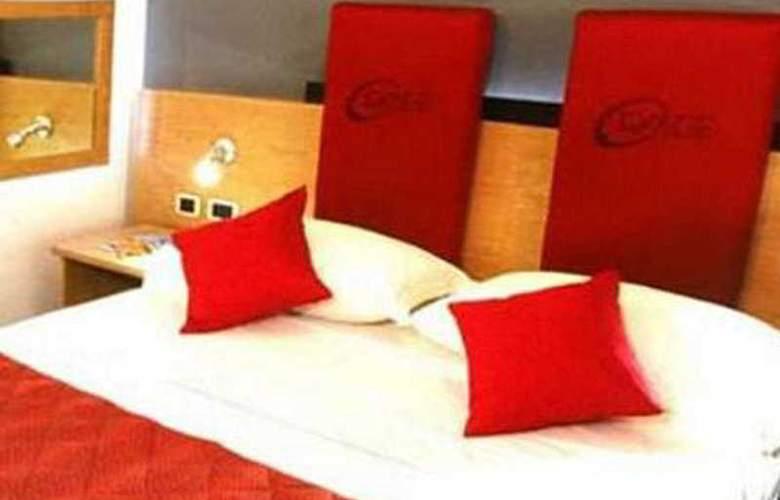 Orange Motel - Room - 2