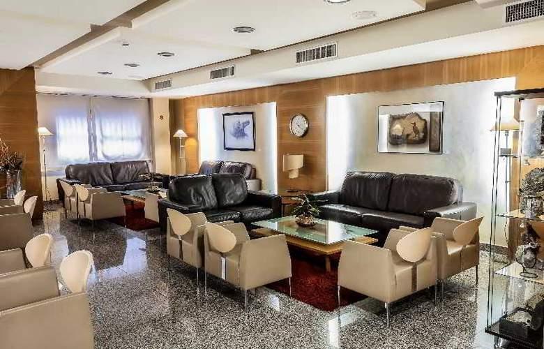 Nuevo Torreluz - Hotel - 17