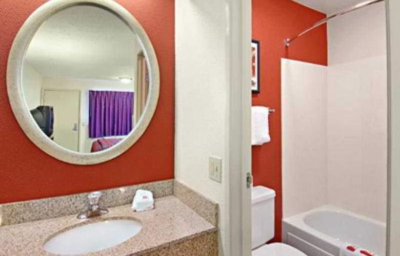 Red Roof Inn Louisville East - Room - 4