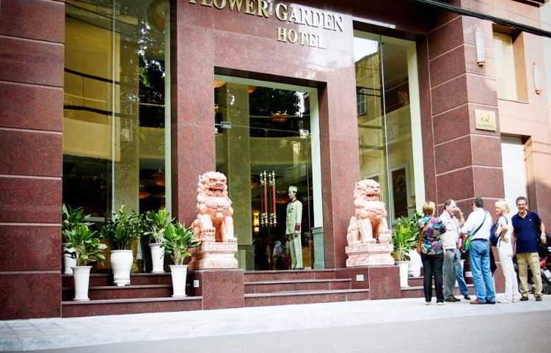 Flower Garden - Hotel - 10