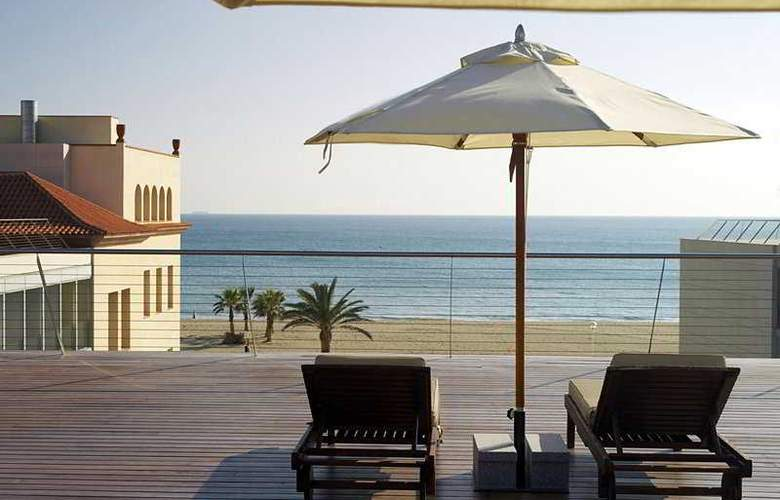 Le Meridien Ra Beach Hotel & Spa - Terrace - 8