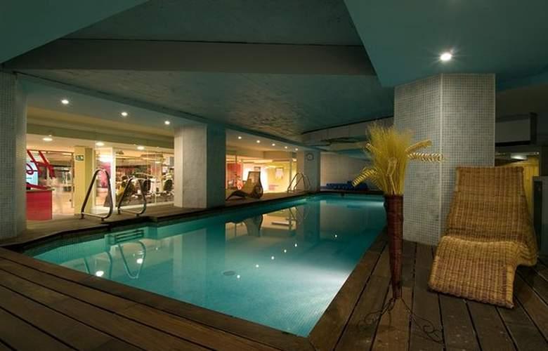 Courtyard Madrid Princesa - Pool - 0