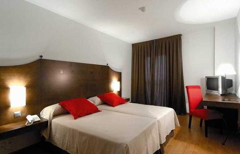 Exe Ágora Cáceres - Room - 2