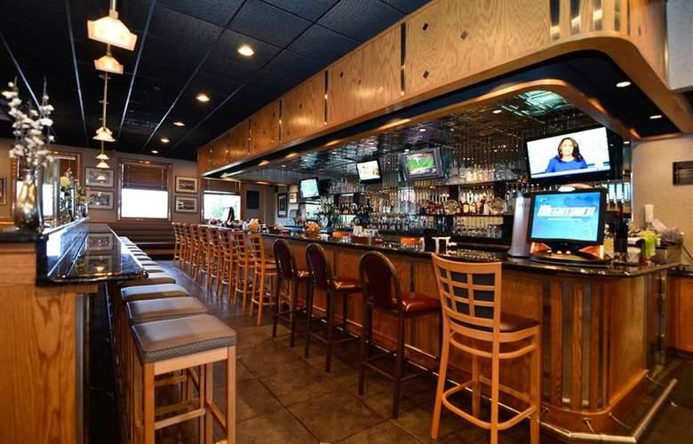 Best Western Plus Concordville Hotel - Bar - 99