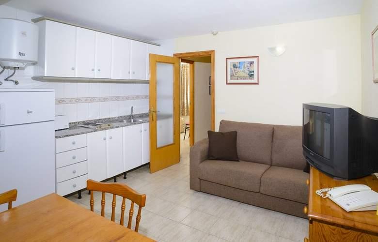 Apartamentos Avenida - Room - 6