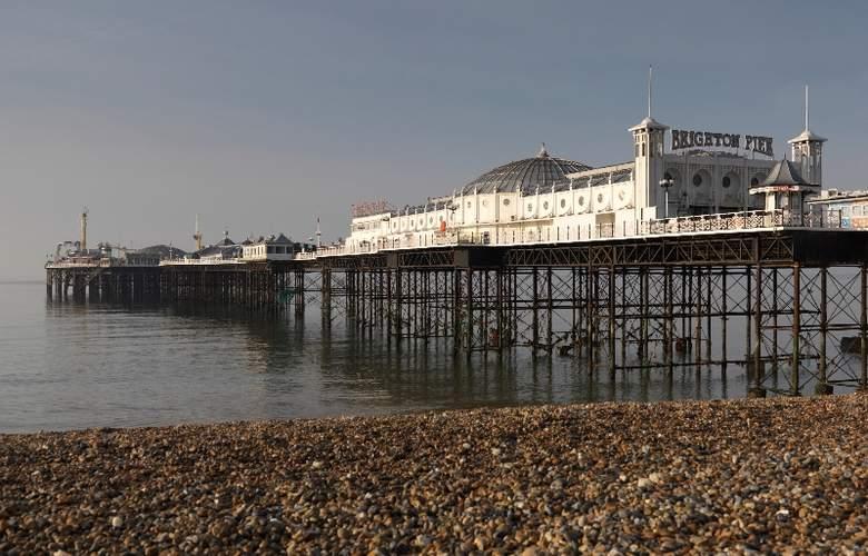 Jurys Inn Brighton Waterfront - Beach - 4