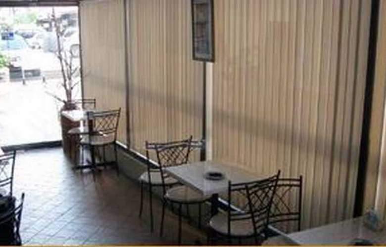 Century Plaza Hotel - Restaurant - 4