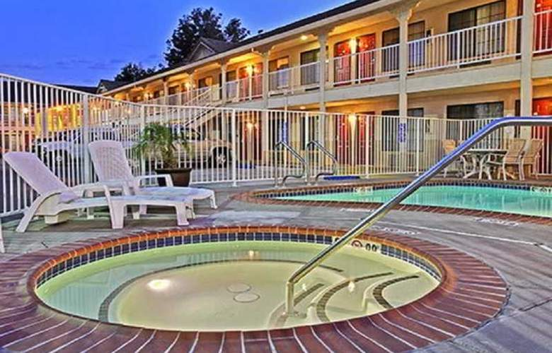 Days Inn & Suites by Wyndham Rancho Cordova - Pool - 4