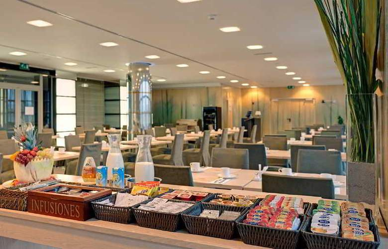 Crowne Plaza Madrid Airport - Restaurant - 43