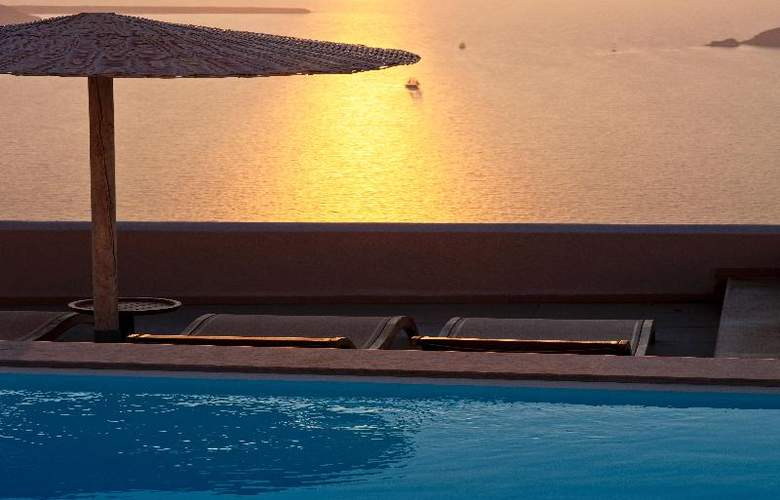 Gold Suites - Pool - 23