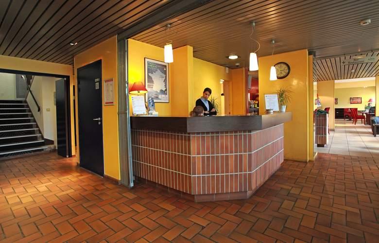 Brit Hotel Esplanade - Hotel - 3