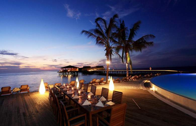 Centara Ras Fushi Resort & Spa Maldives - Restaurant - 24