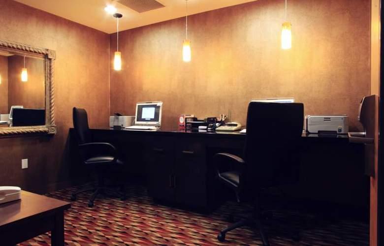 Hampton Inn & Suites Paso Robles - General - 17