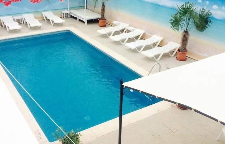 All Suite Ibiza Aparthotel - Pool - 1