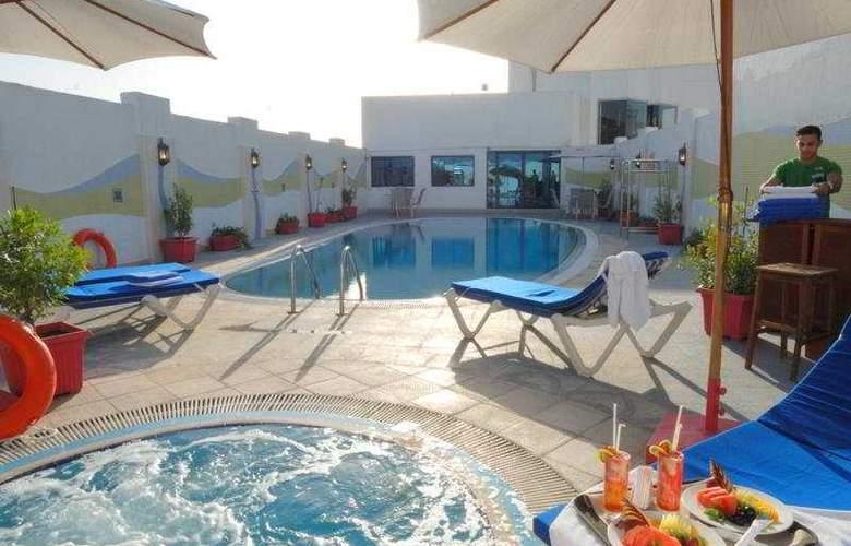 Al Jawhara Gardens - Pool - 2