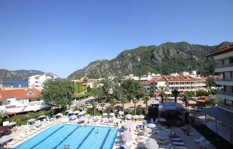 L´ Etoile Beach Hotel - Pool - 16