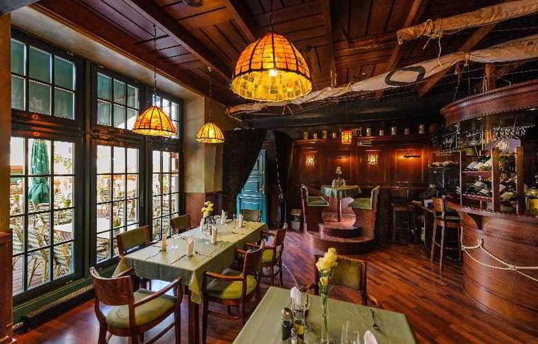 Holland House Residence - Restaurant - 10