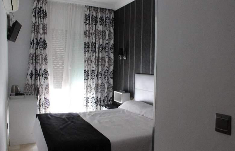 Abril - Room - 13