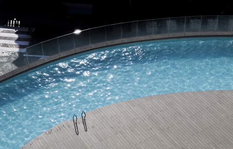 Bristol - Pool - 19
