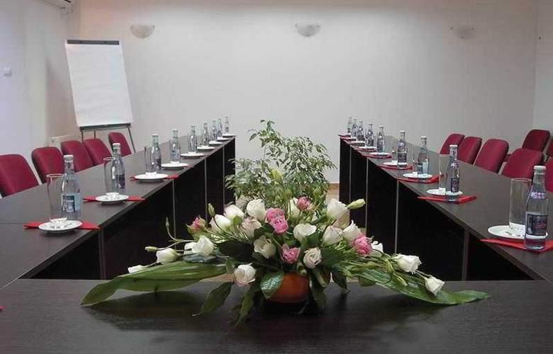 Unique - Conference - 5