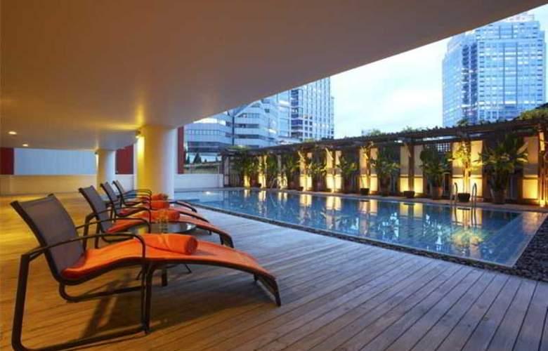 Bandara Suite Silom - Pool - 13