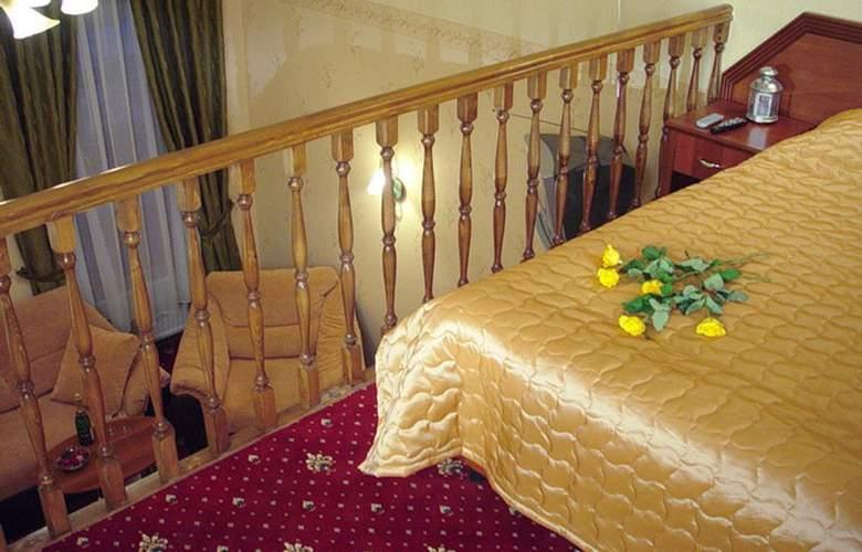 Deluxe Hotel - Room - 1