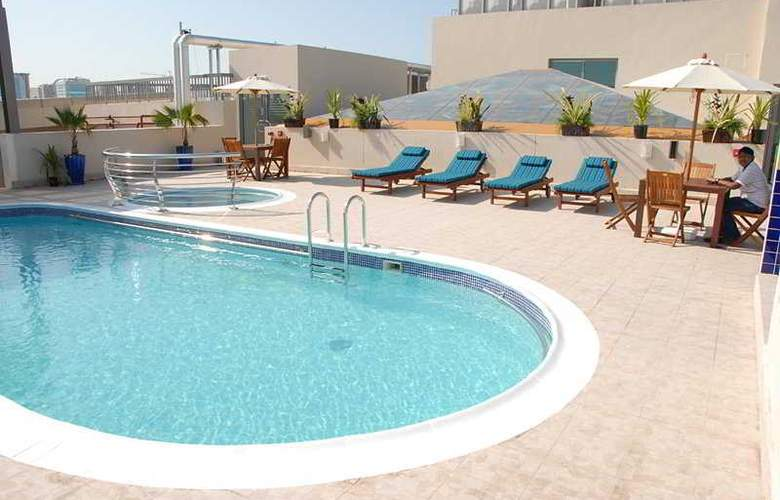 Grand Central Hotel - Pool - 4