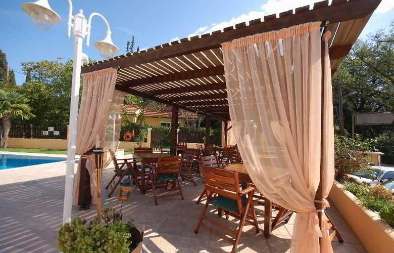 Dominoes - Restaurant - 3