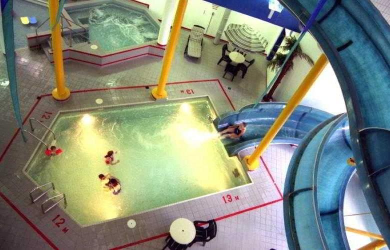 Delta Regina - Pool - 4