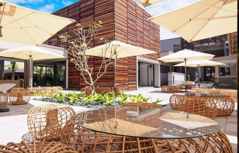 Maritim Crystals Beach Hotel - Terrace - 6