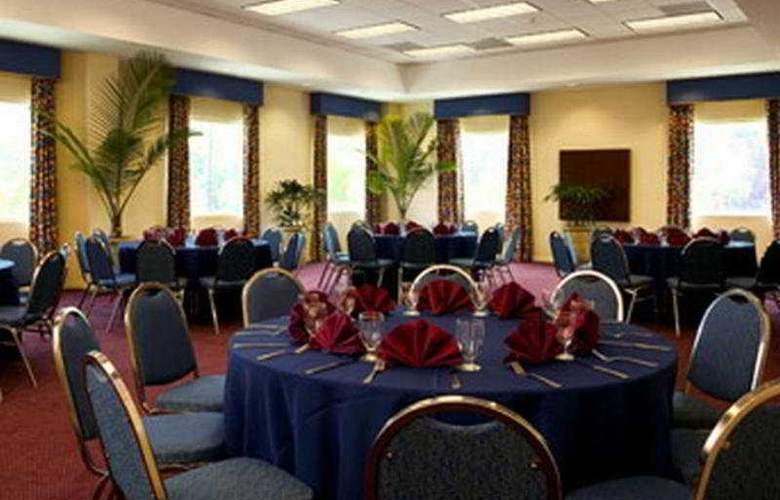 Four Points by Sheraton Caguas Real - Restaurant - 10