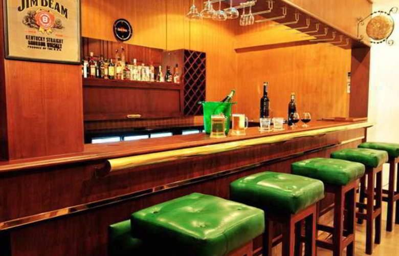 St. Lachlan Hotel & Suites - Bar - 12