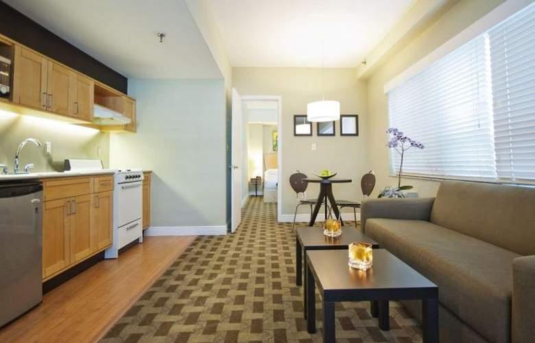 Crest Hotel Suites - Room - 11