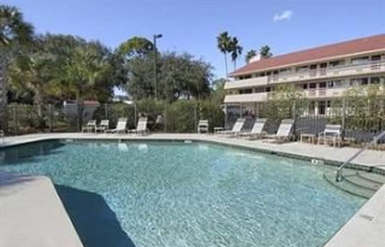 Red Roof Inn Tampa Brandon - Pool - 6