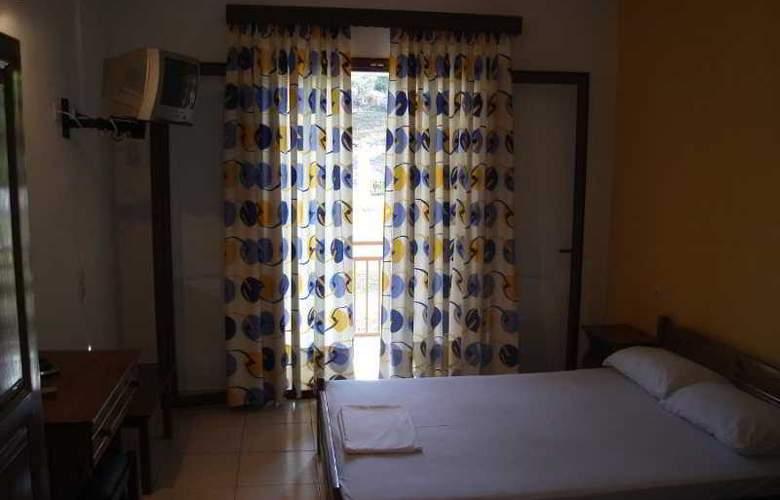 Zachos - Room - 9