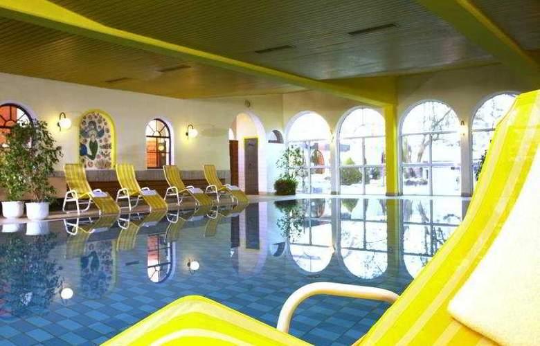 Caruso - Pool - 4