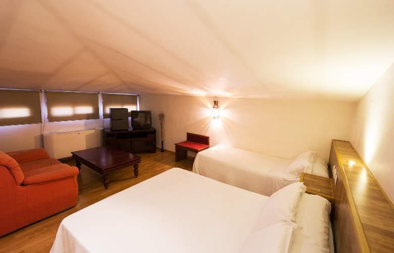Reina Mora - Room - 9
