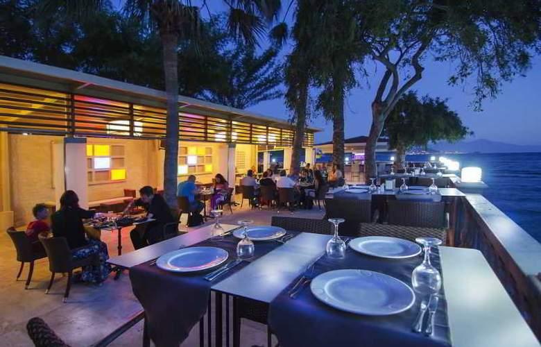 Tusan Beach Resort - Restaurant - 17