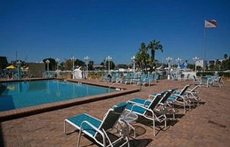 Ramada Sarasota Waterfront Hotel - Pool - 5