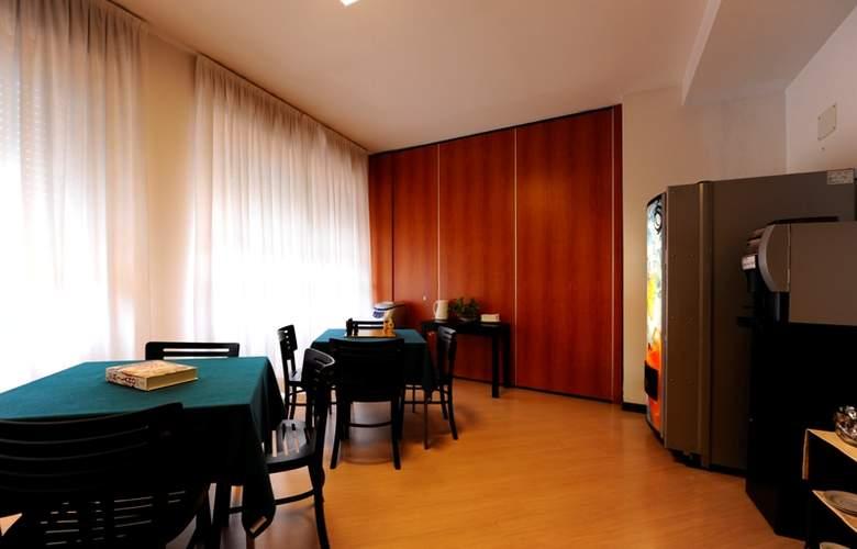 Residence Corvetto Porto di Mare - Meals - 1
