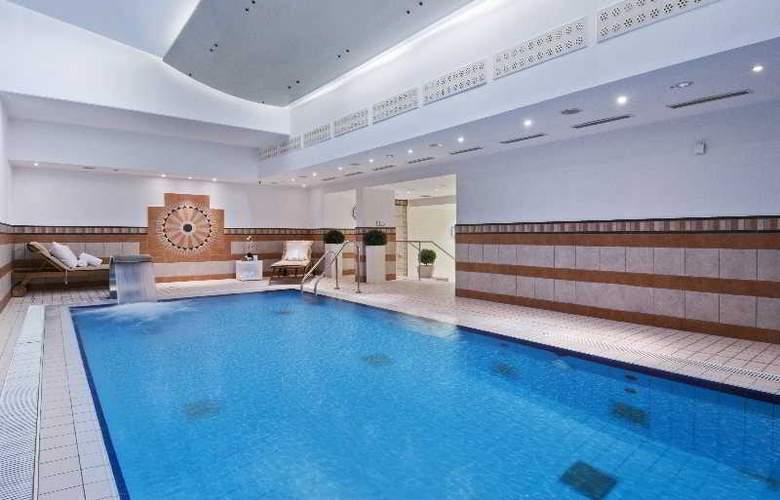 Hilton Munich Park - Pool - 33
